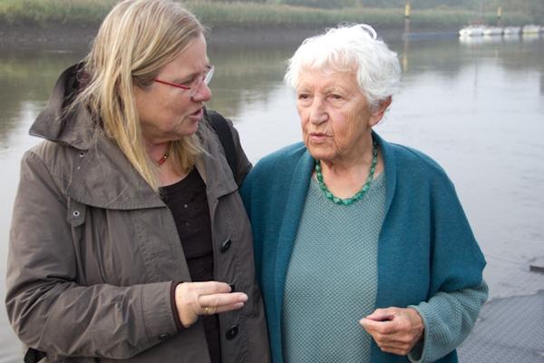 Agnes Kondering mit Irmela Dening